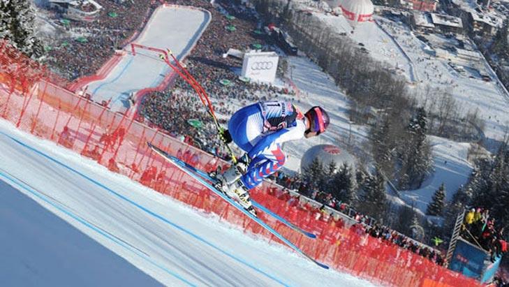 Die Skirennfahrer springen teilweise bis zu 60 m weit, Foto: Kitzbüheler Ski Club