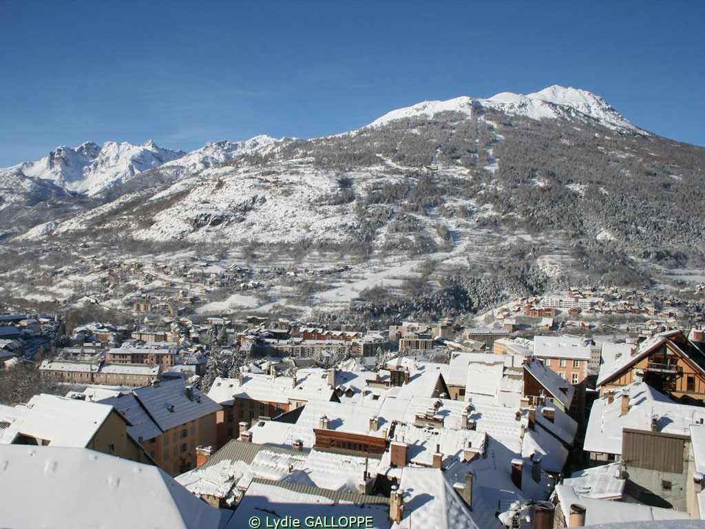 ski dating holidays Browse our collection of ski holidays especially designed for solo travellers our ski experts know exactly where to find the perfect accommodation to suit you.