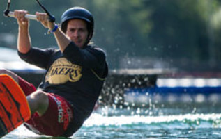 Wakeboarden in outdoorpark AREA 47