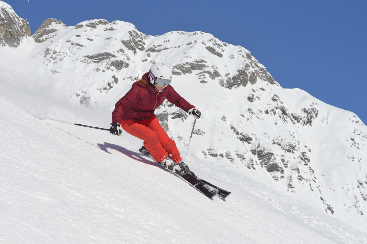 Woman carving on skis